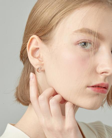[CONTE] Modern Baguette Earring (JJCEEQ0BS945SR000)