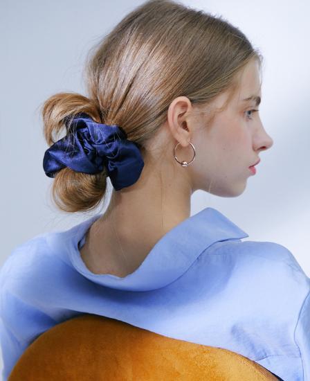 아이유 새틴 스크런치 - 팔레트 블루 (Palatte Blue)