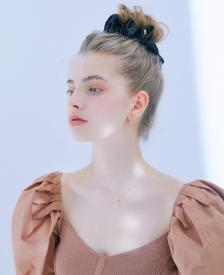 아이유 새틴 스크런치 - 루나 블랙 (Luna Black)